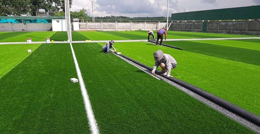 Sân cỏ nhân tạo càng lớn thì mức chi phi phí càng cao và ngược lại