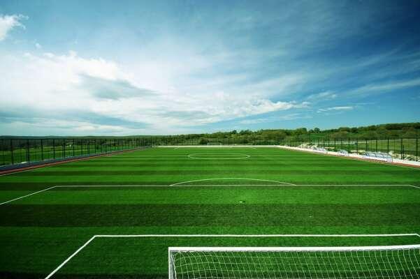 Kinh doanh sân cỏ nhân tạo làm thế nào để tiết kiệm vốn?