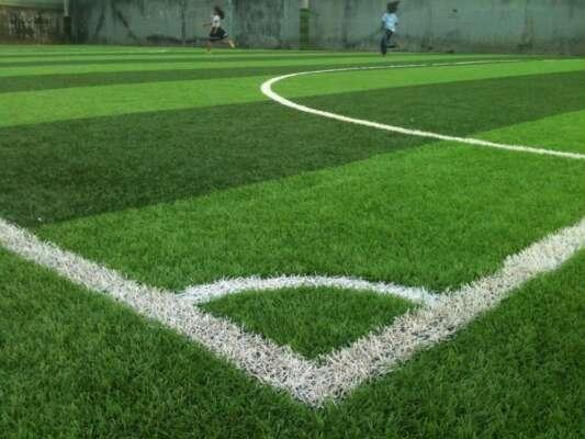 Những khoản chi phí thiết yếu trong thi công sân cỏ nhân tạo